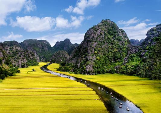 Amazing-Tam-Coc-river-view-from-Mua-cave-Ninh-Binh