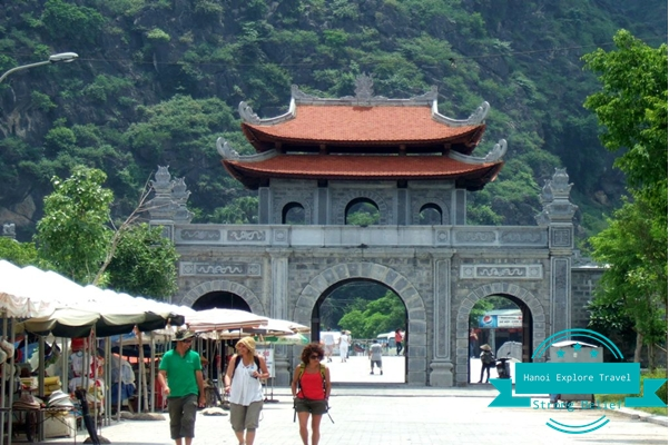 Hoa-lu-ancient-capital-ninh-binh-vietnam