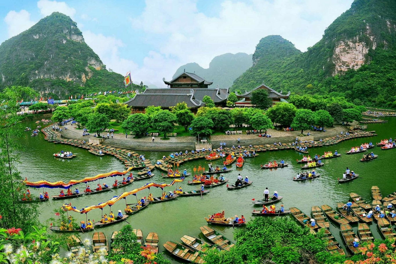 The-beauty-of-Trang-An-in-Ninh-Binh