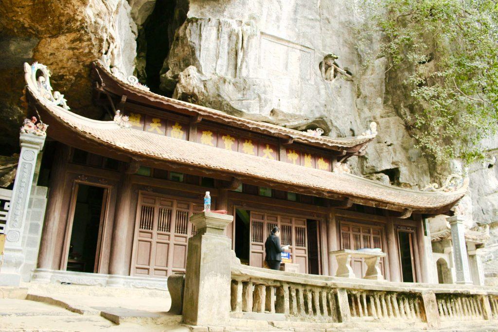 The-upper-pagoda-Chua-Thuong
