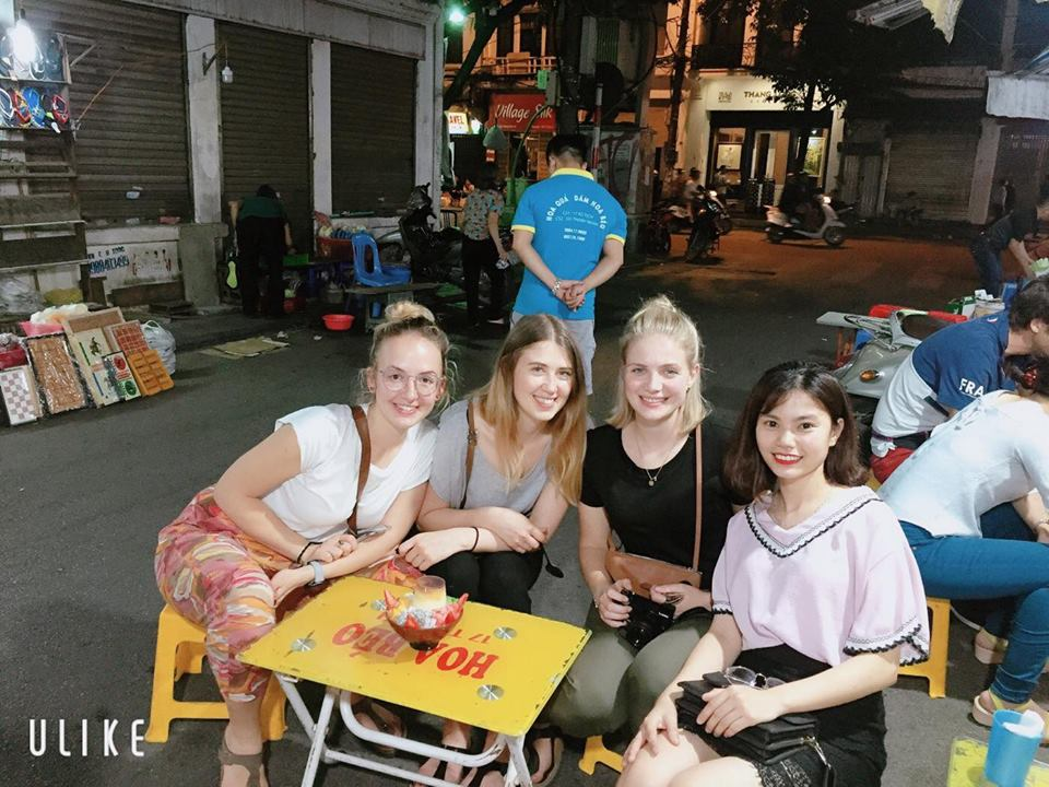 Private-Hanoi-Street-Food-Tours-at-night