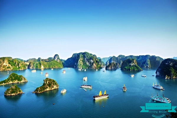 view-to-ha-long-bay-from-peak-of-titp-island