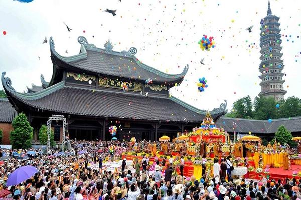 Bai-Dinh-Pagoda-in-ninh-binh