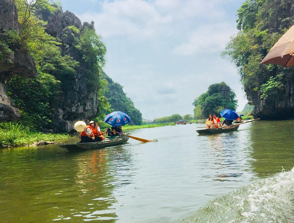 Boat-trip-on-tam-coc-river