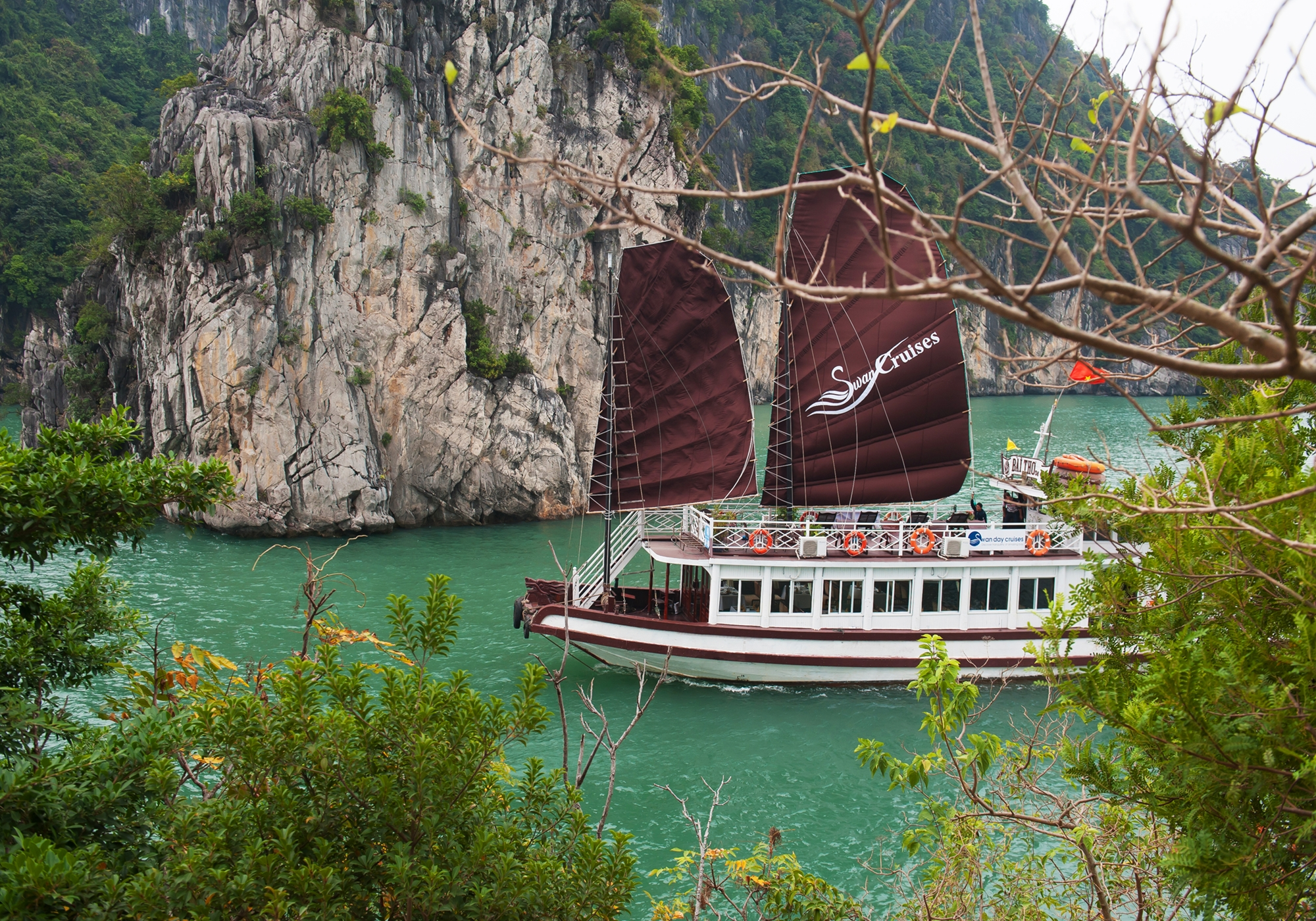 Bai-tu-long-bay-day-cruise