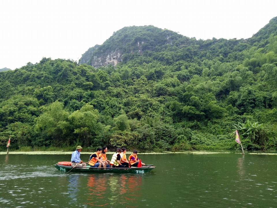 Rowing-boat-on-tam-coc-river