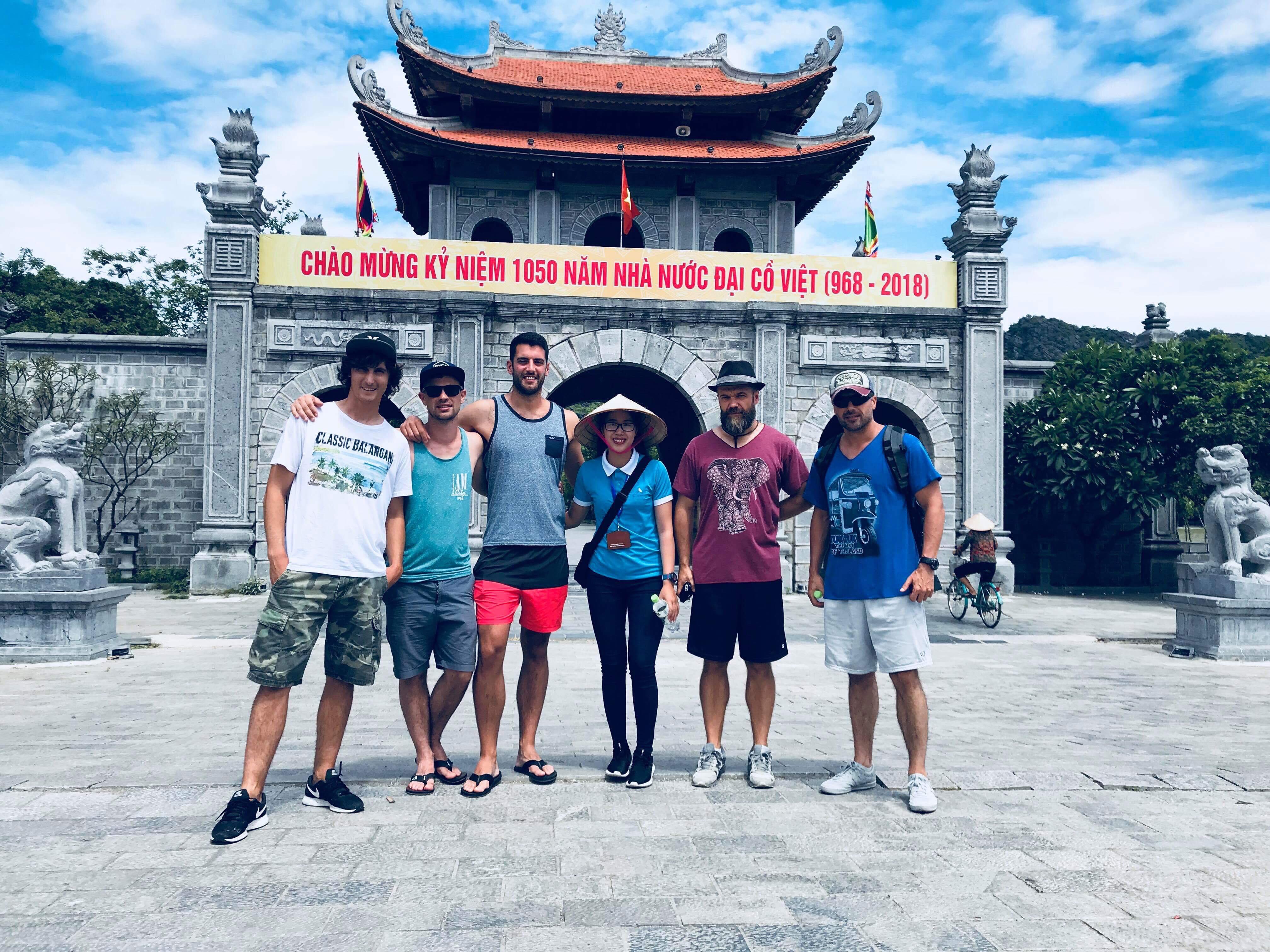 visiting-hoa-lu-temple