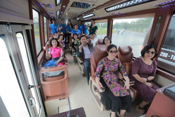 Private-car-in-ninh-binh
