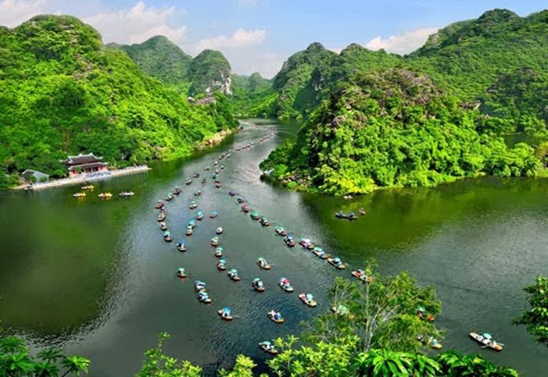 boat-ride-at-trang-an-grottoes