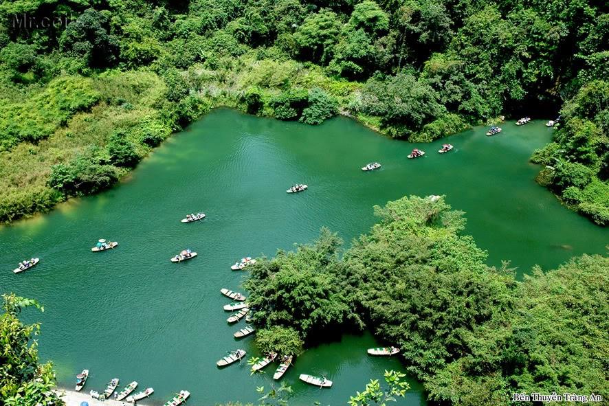 Scenery-boat-trip-at-trang-an