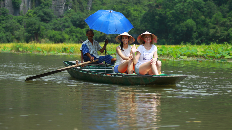 rowing-boat-trip-at-tam-coc