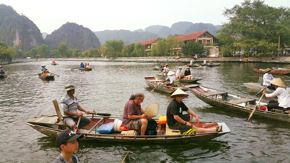 Boat-trip-at-trang-an-grottoes