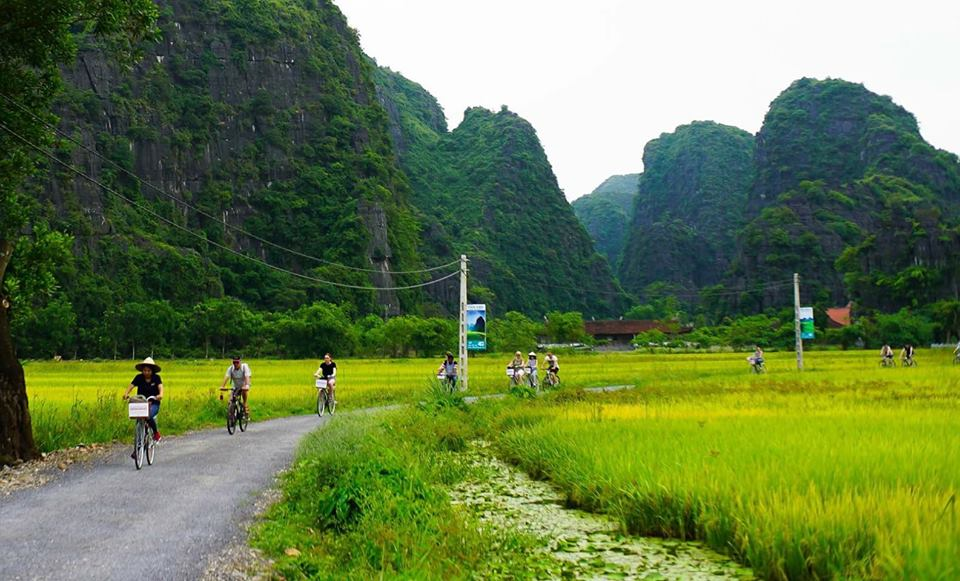 Tam-coc-biking-tour-with-Hanoi-Explore-Travel-Guide