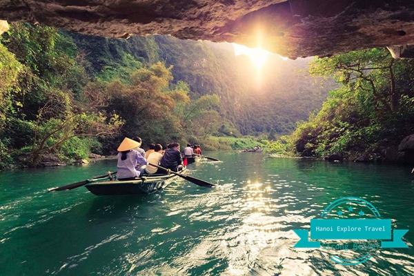 rowing-boat-trip-at-trang-an