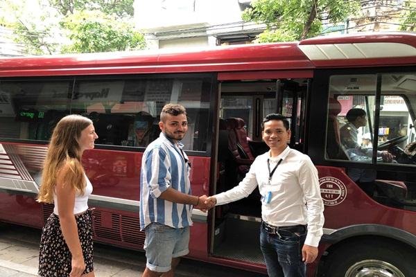 Limousine-transfer-tam-coc-mua-cave-tour