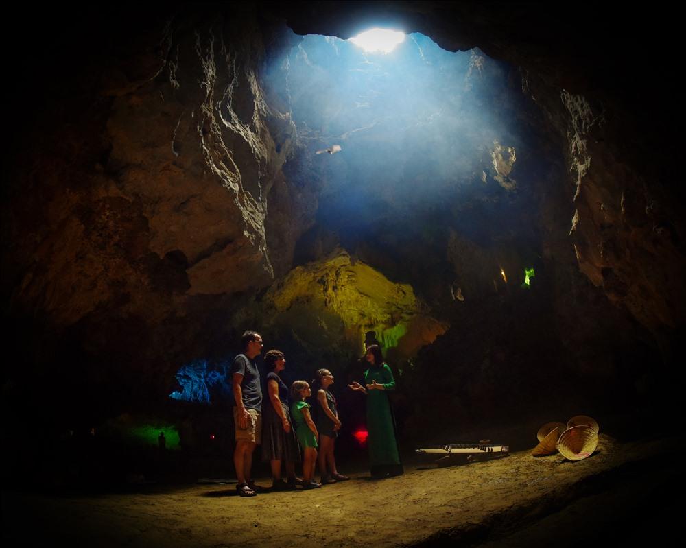 Visit-thien-ha-galaxy-cave