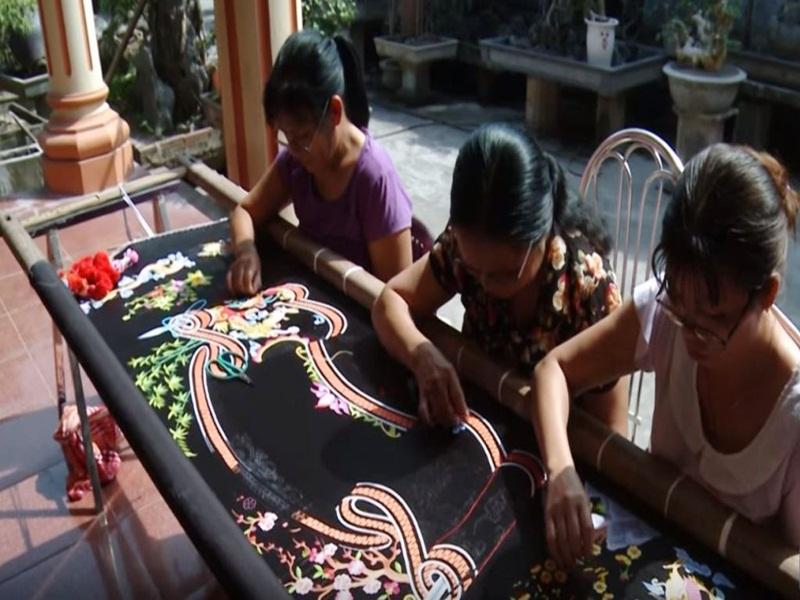 Van-Lam-Embroidery-Village-in-Ninh-Binh1