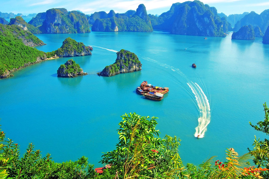Best-Halong-Bay-Day-Trip-from-Hanoi
