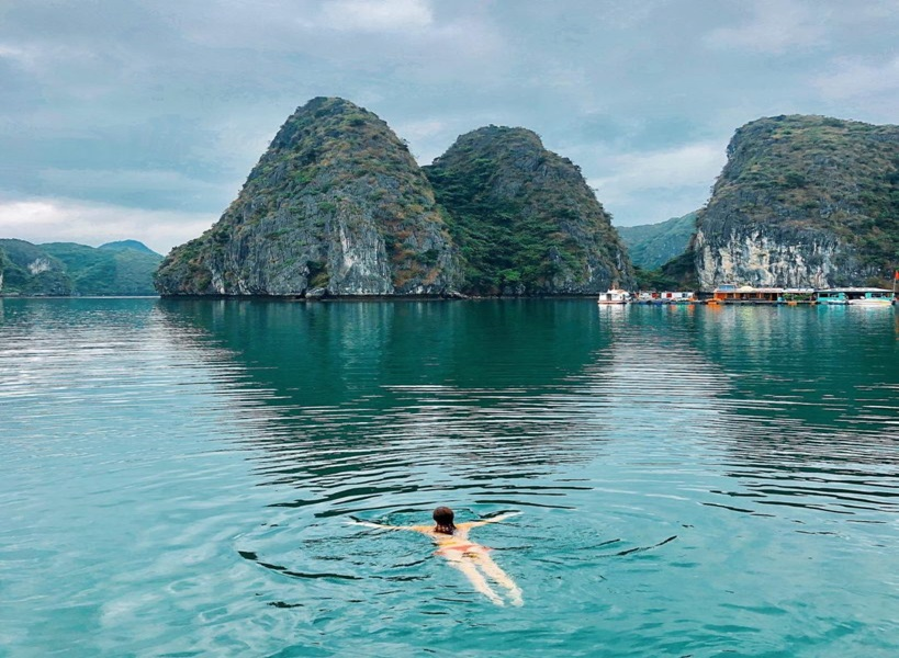 swimming-on-ha-long-bay